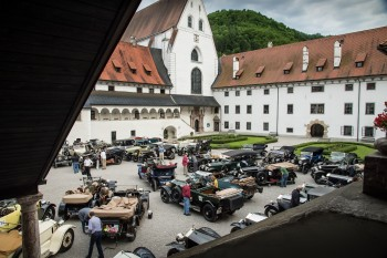 ROLLS-ROYCE SILVER GHOSTS AT THE START OF THE 2013 CENTENARY ALPI